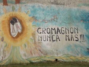 Graffiti in Buenos Aires: Cromagnon Nunca Mas!
